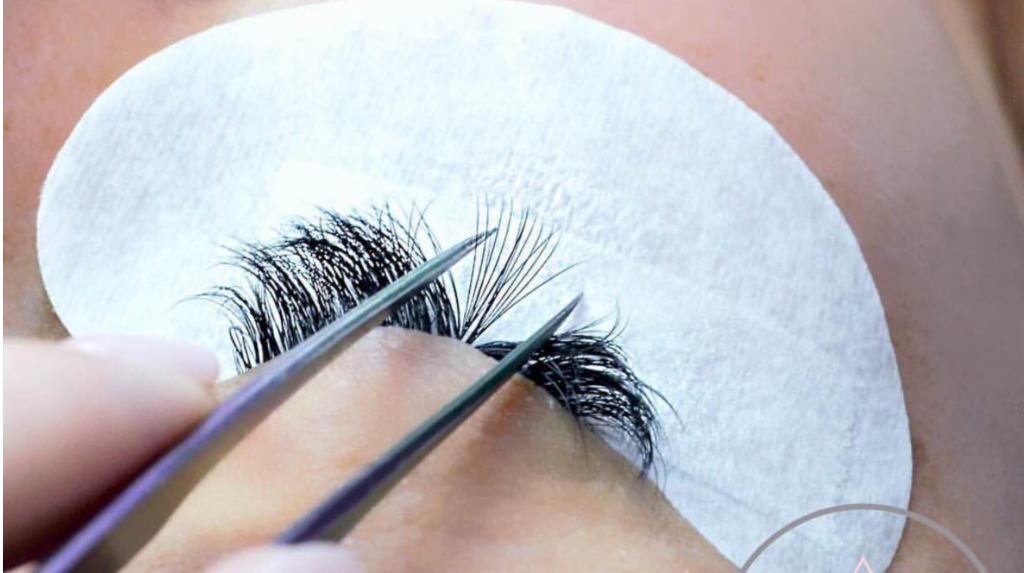 What Is The Difference Between Cluster And Volume Eyelashes
